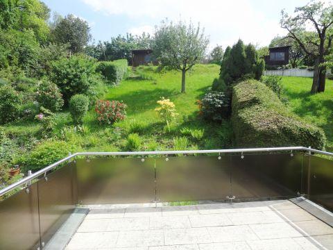 Schönes, helles Haus mit Garten in sonniger Lage am Waldrand.