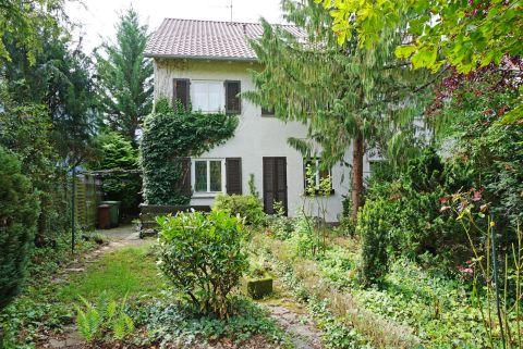 Grosszügige Doppelhaushälfte mit grossem Garten