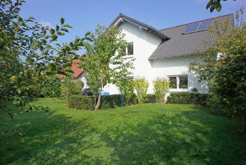 Großzügiges Einfamilienhaus mit großem Garten!