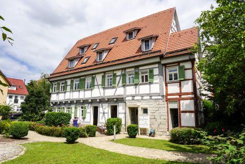 Historisches Wohnen mit 2 Bädern, Einbauküche und gem. Garten