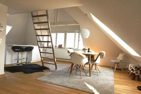 Traumhafts DG-Studio mit Einbauküche und tollem Blick
