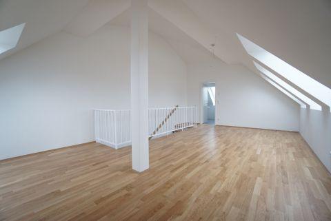 Repräsentatives Stadthaus mit Terrasse und Studio