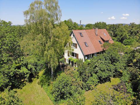 Einzigartig gelegenes Einfamilienhaus mit großem Grundstück