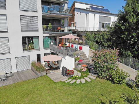 Traumhafte Neubauwohnung mit Terrasse und Garten