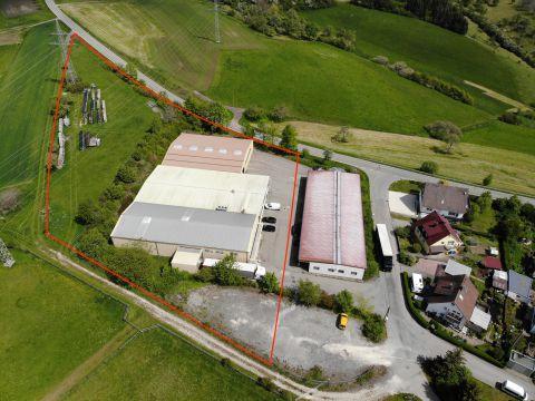 Logistik/ Produktionshallen mit Büroflächen auf großem Grundstück