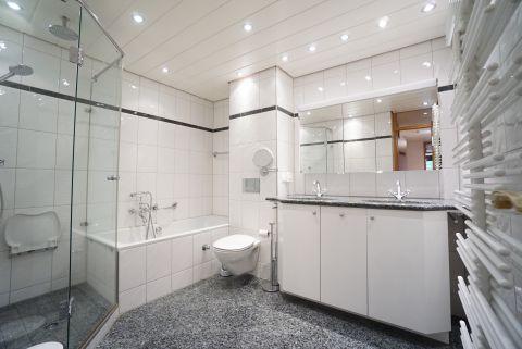 Gepflegte, barrierfreie 3,5- Zimmerwohnung mit neuwertigem Bad