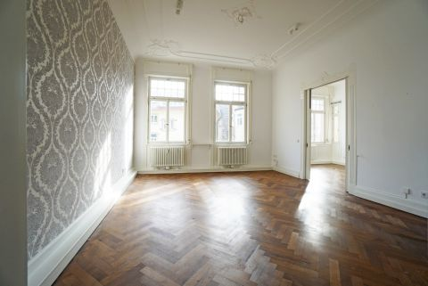 Renovierte, hochwertige 3 Zimmer Altbauwohnung