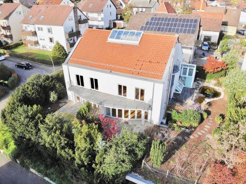 Mehrgenerationenhaus mit toller Architektur und viel Platz!