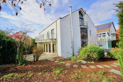 Exklusive Doppelhaushälfte mit schönem Garten und großer Garage
