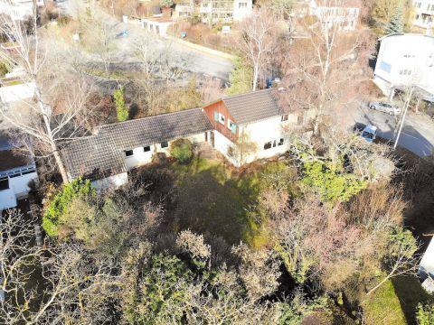 Schönes Einfamilienhaus mit großem Garten in Bestlage (Erbpacht)