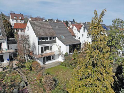 Sonnige Doppelhaushälfte mit Garten und ELW in Sillenbuch