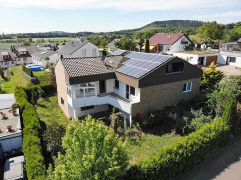 Großzügiges Einfamilienhaus mit schönem Garten und Doppelgarage!