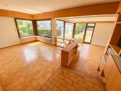 Großzügiges Einfamilienhaus mit angrenzender Praxis/Gewerbefläche