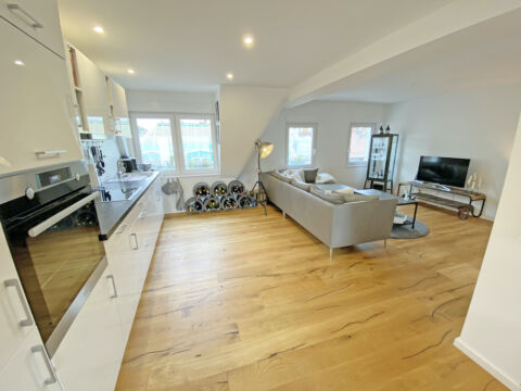 Traumhafte Maisonette-Wohnung mit Balkon und Küche