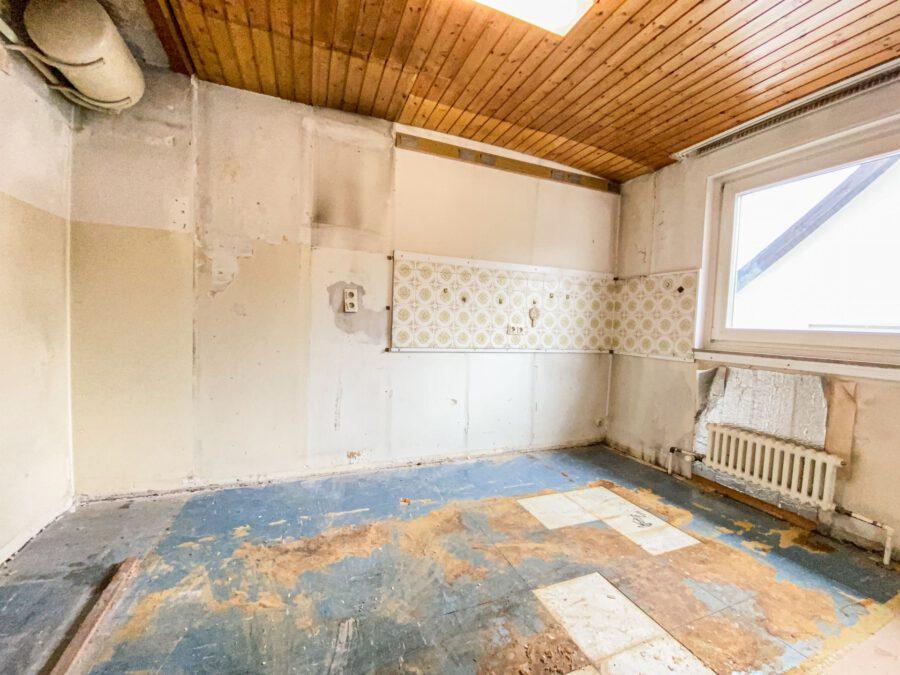 Sonnige und großzügige 3,5 Zimmerwohnung mit tollem Balkon (renovierungsbedürftig) - Küche