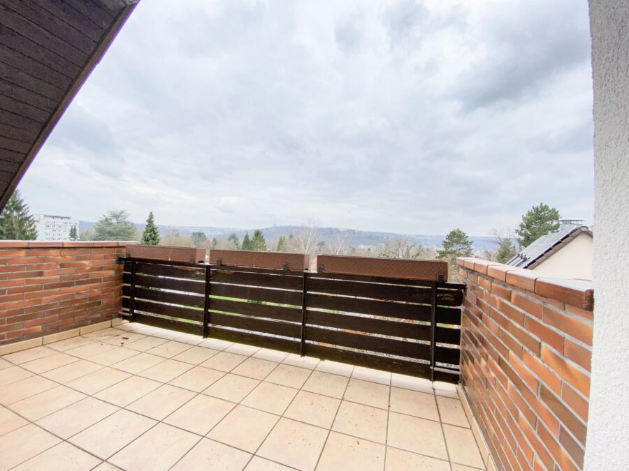 Sonnige und großzügige 3,5 Zimmerwohnung mit tollem Balkon (renovierungsbedürftig) - Balkon