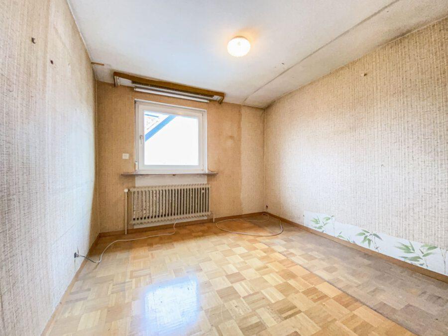 Sonnige und großzügige 3,5 Zimmerwohnung mit tollem Balkon (renovierungsbedürftig) - Kinderzimmer