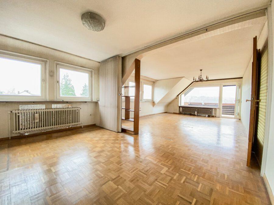 Sonnige und großzügige 3,5 Zimmerwohnung mit tollem Balkon (renovierungsbedürftig) - Wohnbereich