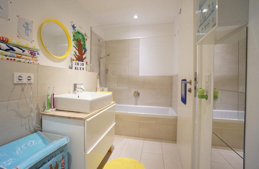 Traumhafte Neubauwohnung mit Terrasse und Garten - Badezimmer 1
