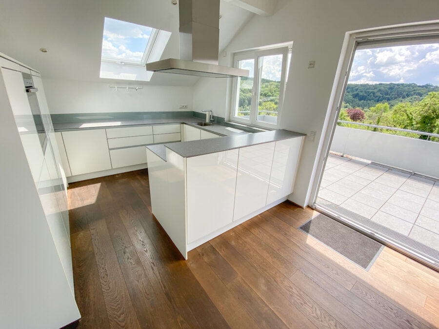 Luxus-Wohnung mit 2 großen Terrassen in traumhafter Lage von S-Sillenbuch - Küche