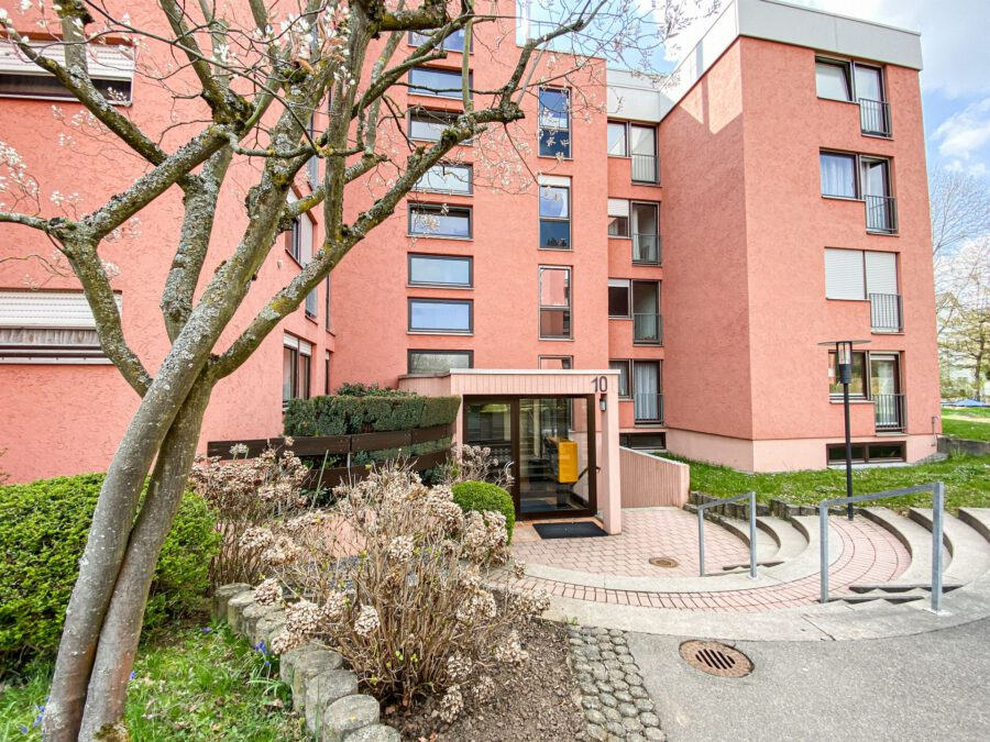 Großzüge, barrierefrei 4,5 Zimmerwohnung in ruhiger Lage - Außenansicht
