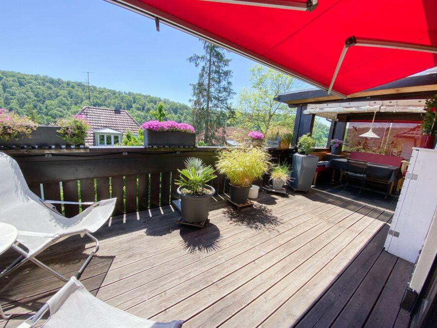 Traumhafte 2,5 Zimmerwohnung mit großem Balkon in idyllischer, stadtnaher Lage - Titelbild