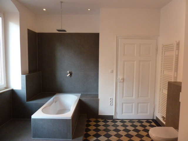 Hochwertig 4- Zimmerwohnung mit EBK (WG-geeignet) - Badezimmer