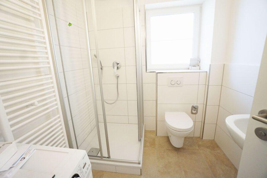 Möbliertes 2-Zimmer-Apartment an den Mineralbädern mit Einbauküche und Tageslichtbad - Badezimmer