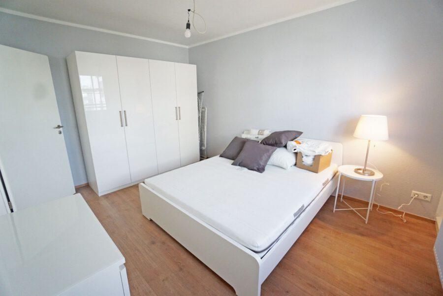 Möbliertes 2-Zimmer-Apartment an den Mineralbädern mit Einbauküche und Tageslichtbad - Schlafzimmer