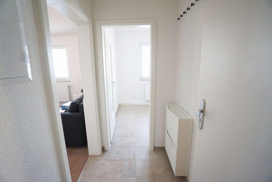 Möbliertes 2-Zimmer-Apartment an den Mineralbädern mit Einbauküche und Tageslichtbad - Flur