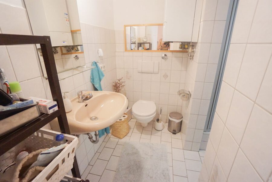 Großzügige Beletage-Altbauwohnung in zentraler Lage mit großer Terrasse - Badezimmer