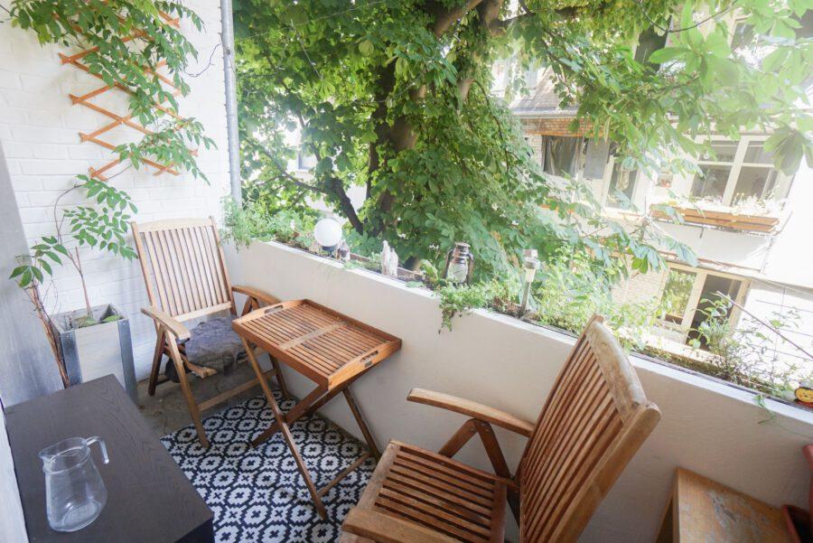Großzügige Beletage-Altbauwohnung in zentraler Lage mit großer Terrasse - Balkon
