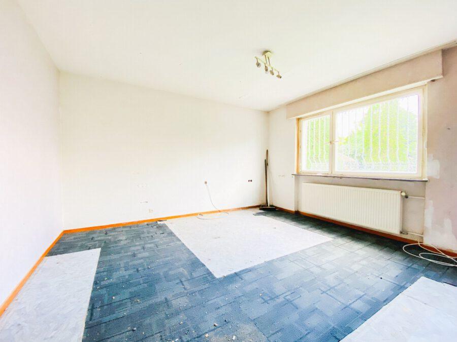 Großzügige 3-Zimmerwohnung mit Balkon (renovierungsbedürftig) - Schlafzimmer