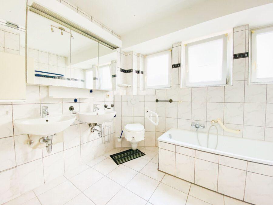 Großzügige 3-Zimmerwohnung mit Balkon (renovierungsbedürftig) - Bad