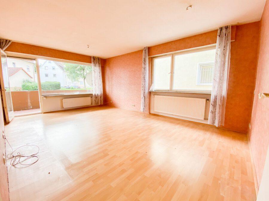 Großzügige 3-Zimmerwohnung mit Balkon (renovierungsbedürftig) - Wohnzimmer