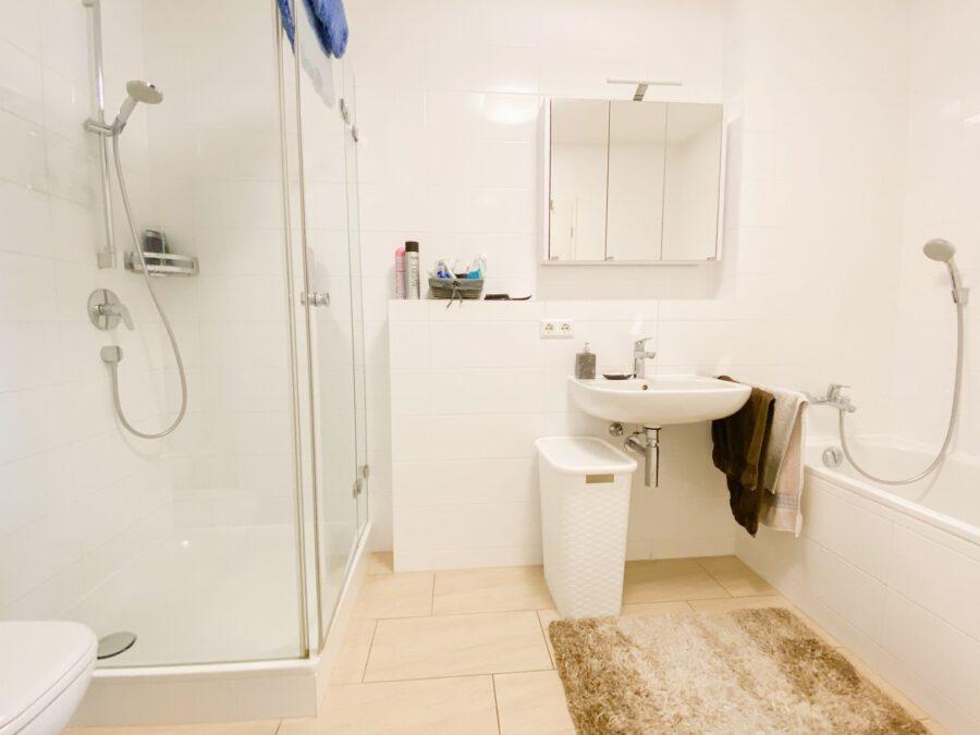 Neuwertige 3-Zimmerwohnung großer Terrasse und Einbauküche - Badezimmer
