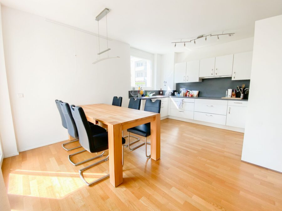 Neuwertige 3-Zimmerwohnung großer Terrasse und Einbauküche - Essbereich