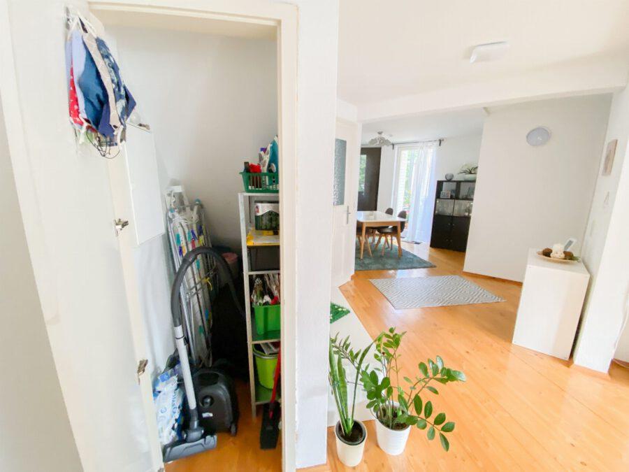 Helle und großzügige Altbau DG Wohnung mit Balkon - Abstellkammer