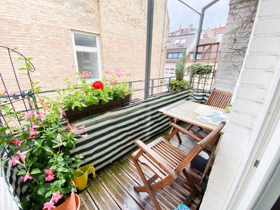 Helle und großzügige Altbau DG Wohnung mit Balkon - Balkon