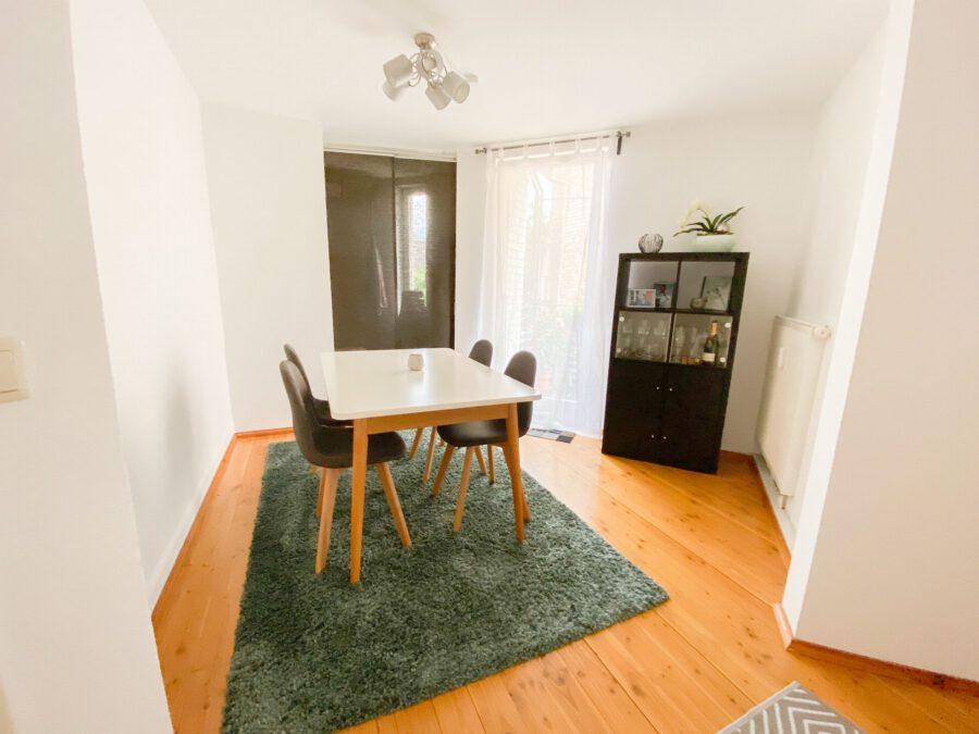 Helle und großzügige Altbau DG Wohnung mit Balkon - Esszimmer
