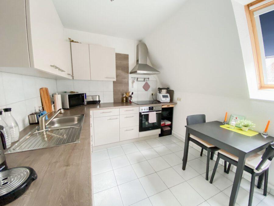 Helle und großzügige Altbau DG Wohnung mit Balkon - Küche