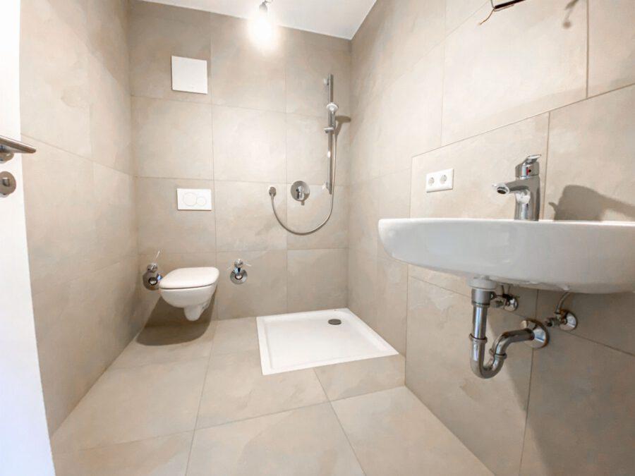 Erstbezug! Hochwertiges Apartment mit Terrasse und Küche - Bad