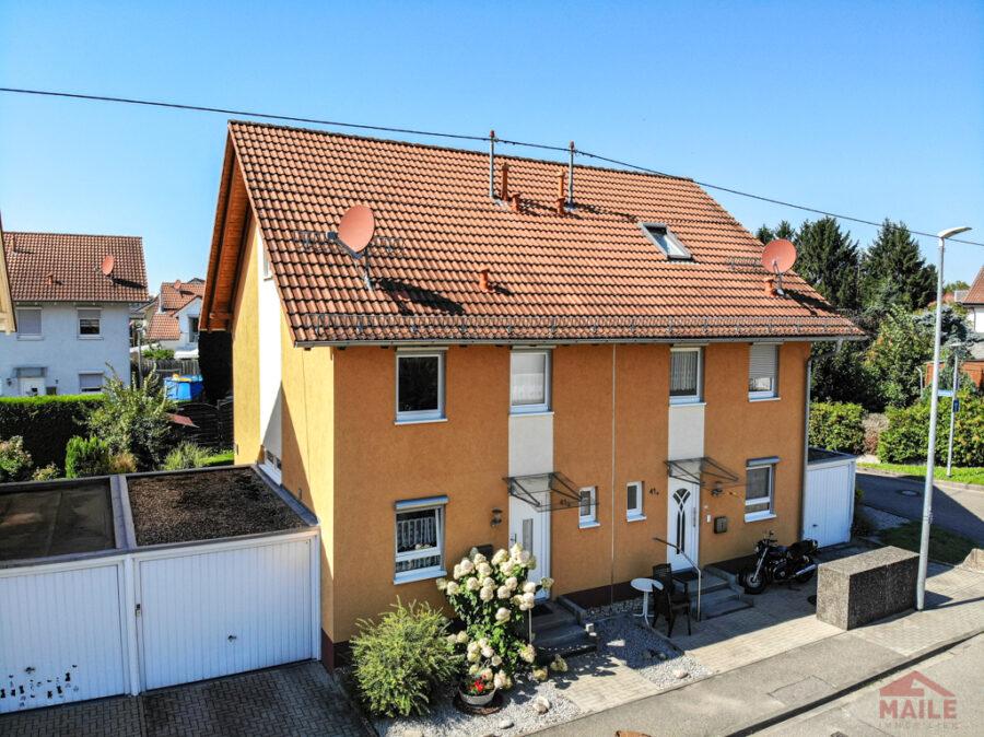 Sonnige Doppelhaushälfte mit Garage und EBK - Aussenansichten
