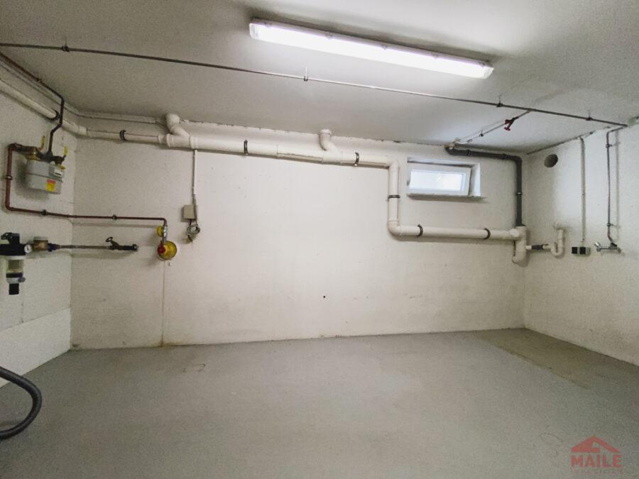 Sonnige Doppelhaushälfte mit Garage und EBK - Waschküche, Keller