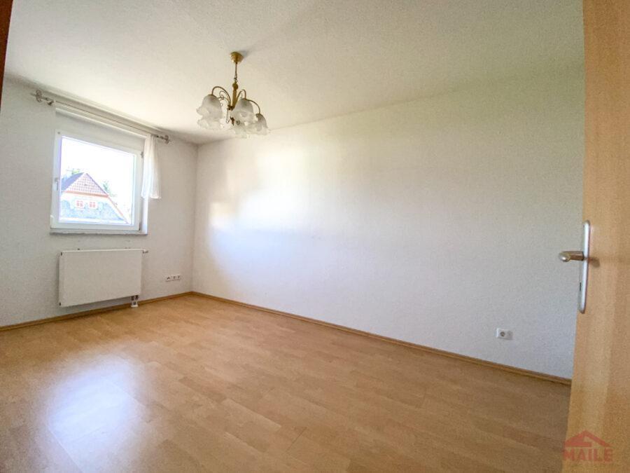 Sonnige Doppelhaushälfte mit Garage und EBK - Schlafzimmer 1