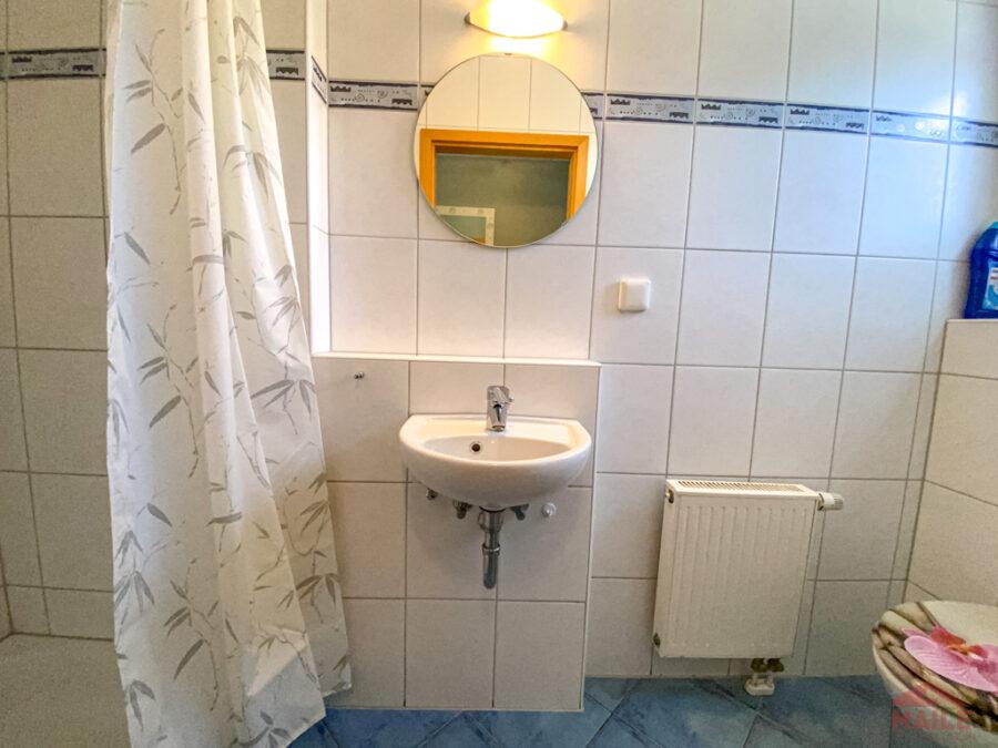 Sonnige Doppelhaushälfte mit Garage und EBK - WC mit Dusche