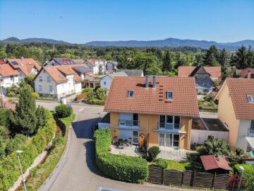 Sonnige Doppelhaushälfte mit Garage und EBK, 76571 Gaggenau, Doppelhaushälfte