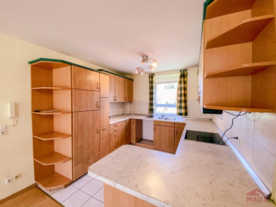 Sonnige Doppelhaushälfte mit Garage und EBK - Küche