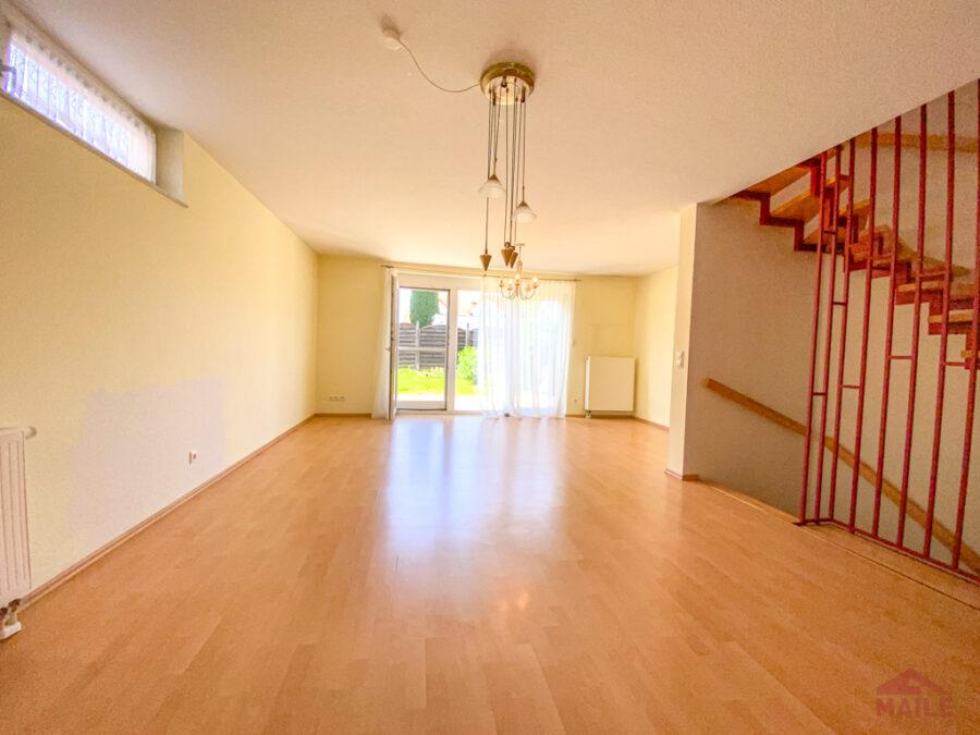Sonnige Doppelhaushälfte mit Garage und EBK - Wohnzimmer