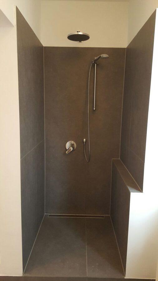 Hochwertig 4- Zimmerwohnung mit EBK (WG-geeignet) - Badezimmer / Duschbereich